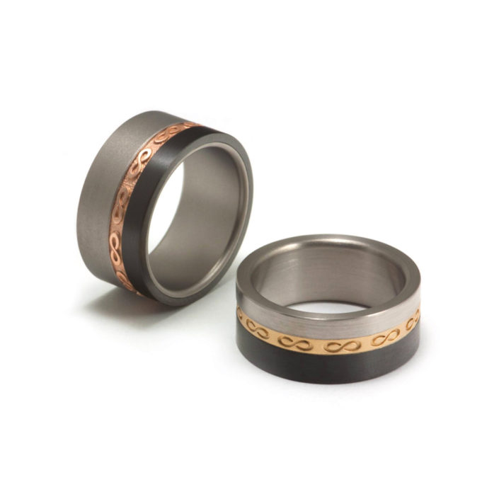 'Eindeloos Infinity´, ringen van titanium, zwart zirconium en 18 karaat goud